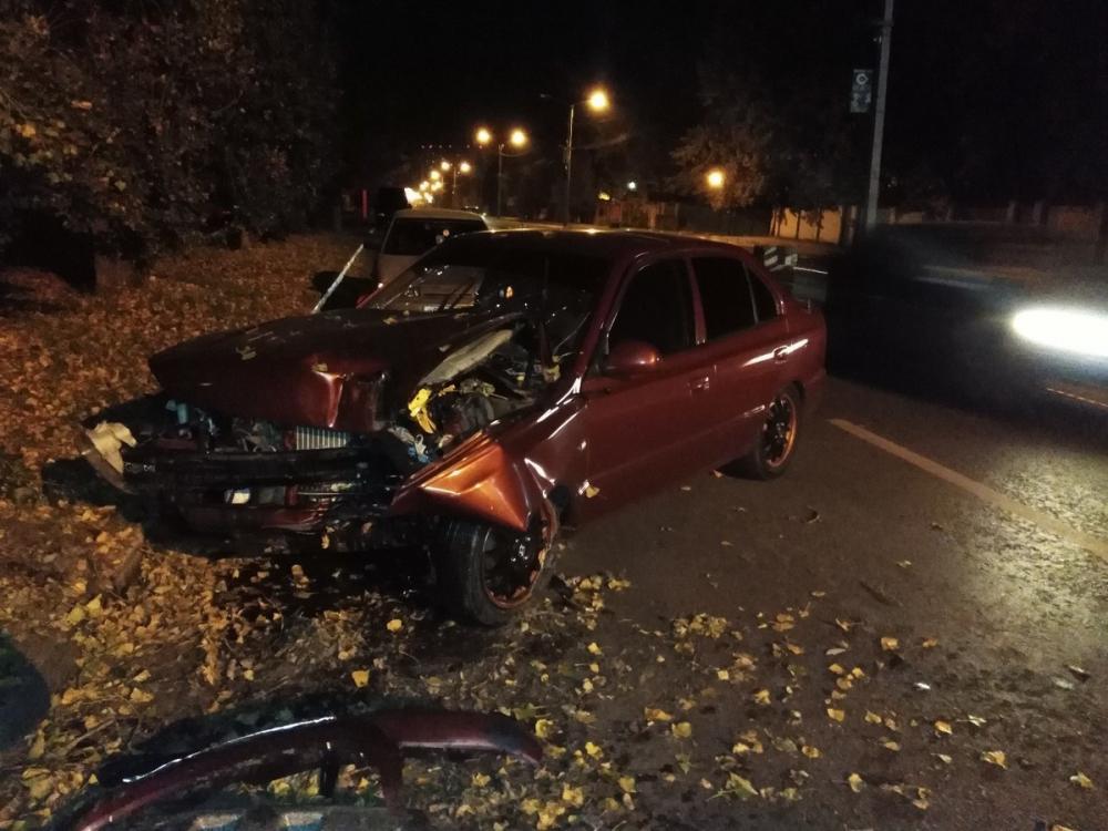 У таксиста начался эпилептический припадок при столкновении с деревом в Воронеже