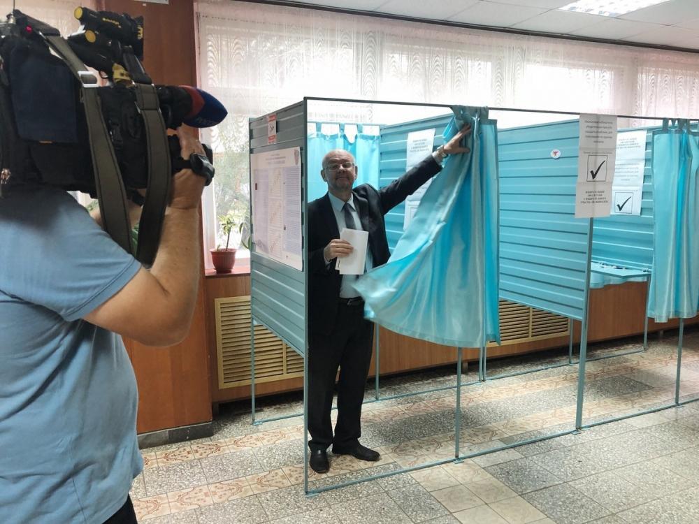 «Родинец» Аркадий Минаков отдал голос на выборах воронежского губернатора