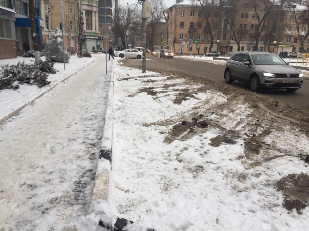 Платные парковки превратились в уродливое месиво в Воронеже