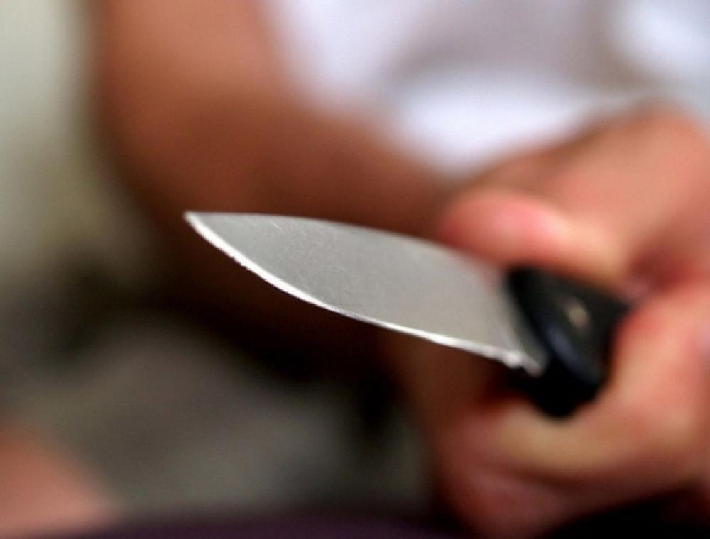 Воронежец заступился за девушку в кафе и получил удар ножом в живот