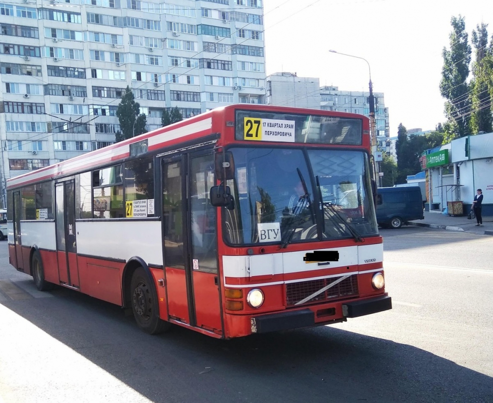 Пенсионерка повредила поясницу при резком торможении маршрутки в Воронеже