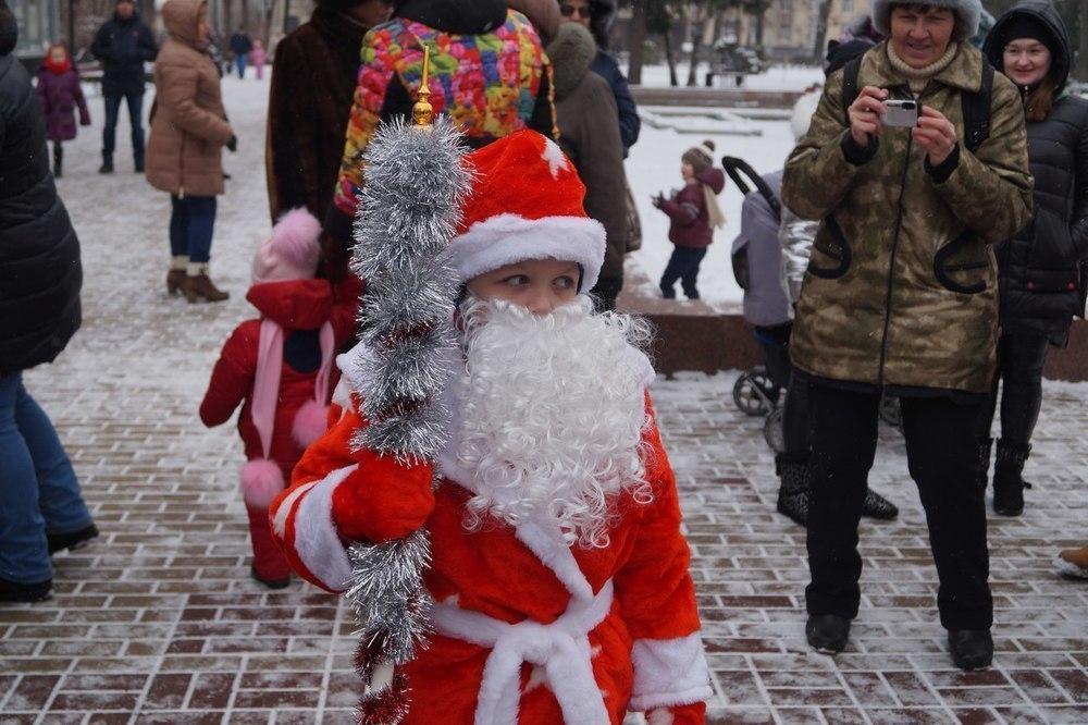 Шествие Дедов Морозов в Воронеже возглавил 7-летний мальчик