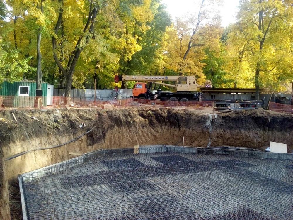 Археологи возмутились строительством центра «Матрешка» в парке «Орленок»