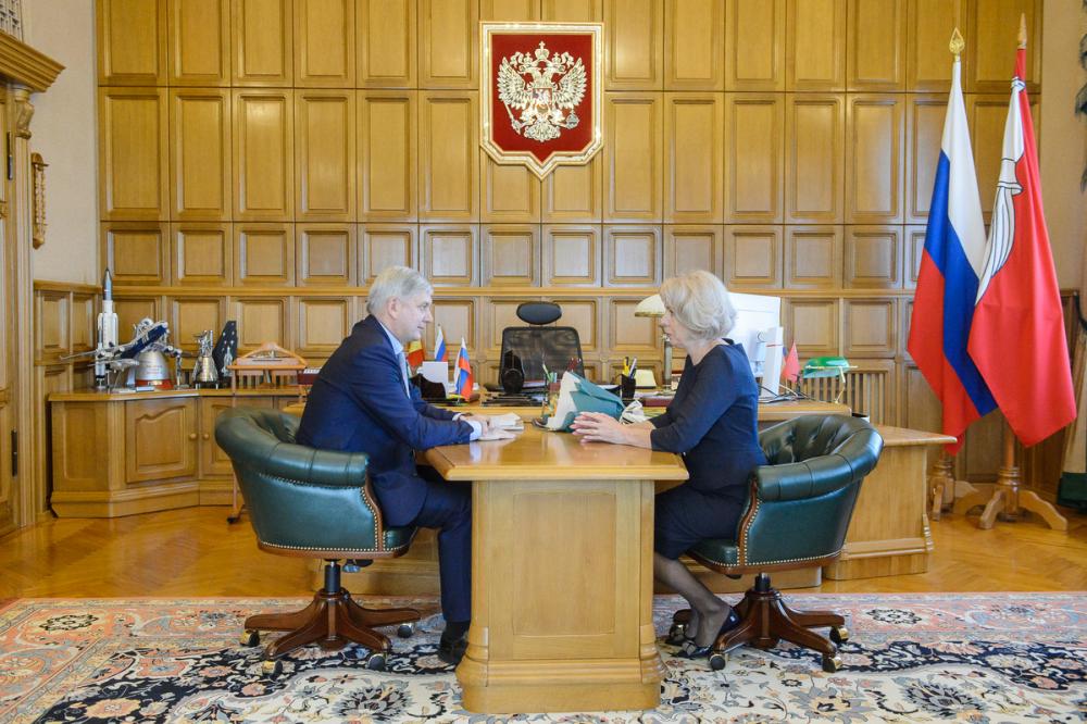 Золотая пенсионерка Муромцева получила награду из рук губернатора Гусева