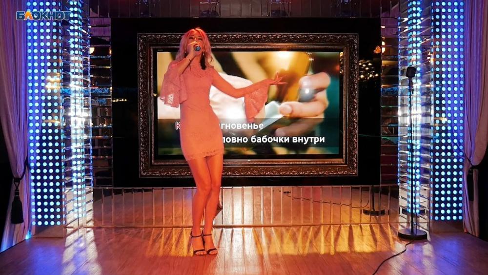 Короткое розовое платье помогло спеть Анжеле Корниловой в «Мисс Блокнот Воронеж-2019»