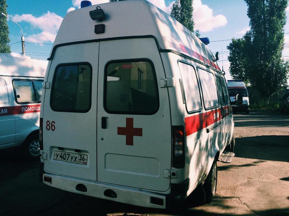 На улице Кольцовской в центре Воронежа иномарка переехала девушку