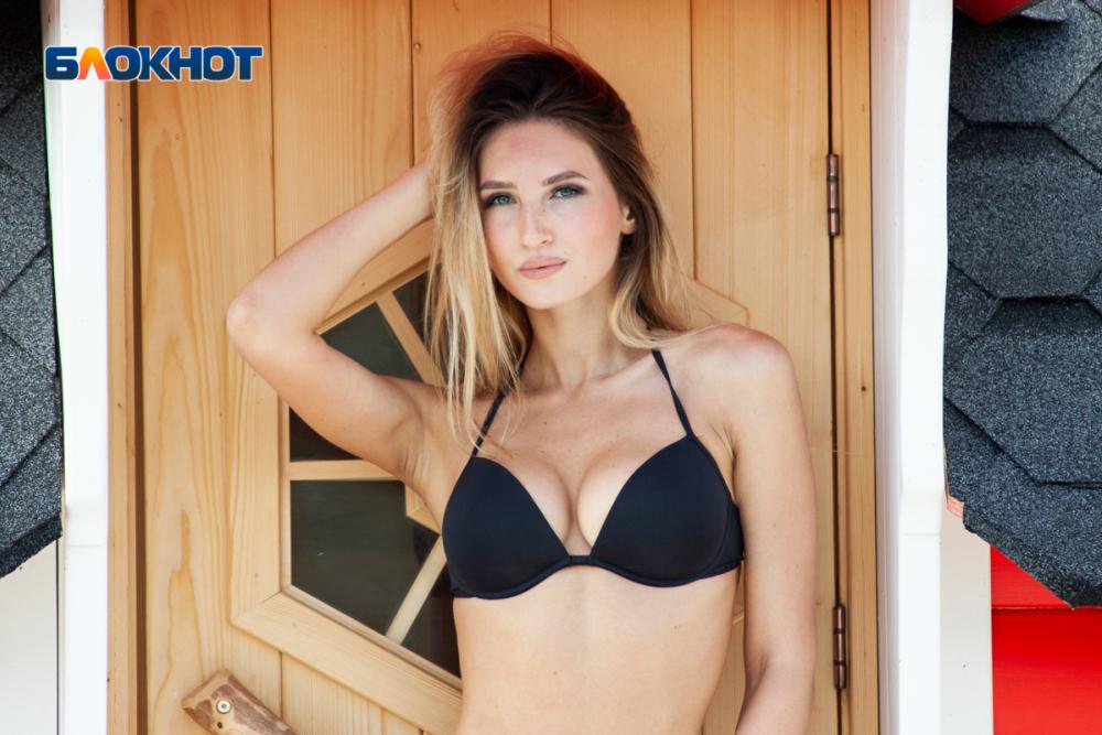 Выдающиеся формы в бикини продемонстрировала Виктория Воротникова в «Мисс Блокнот Воронеж-2019»