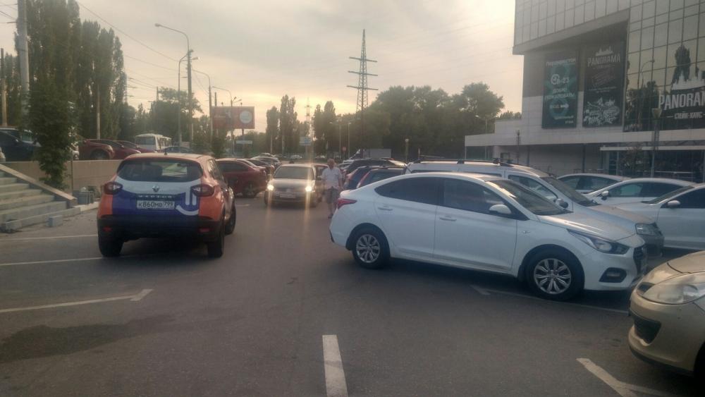 Дорожный апокалипсис устроил каршеринговый автомобиль в Воронеже