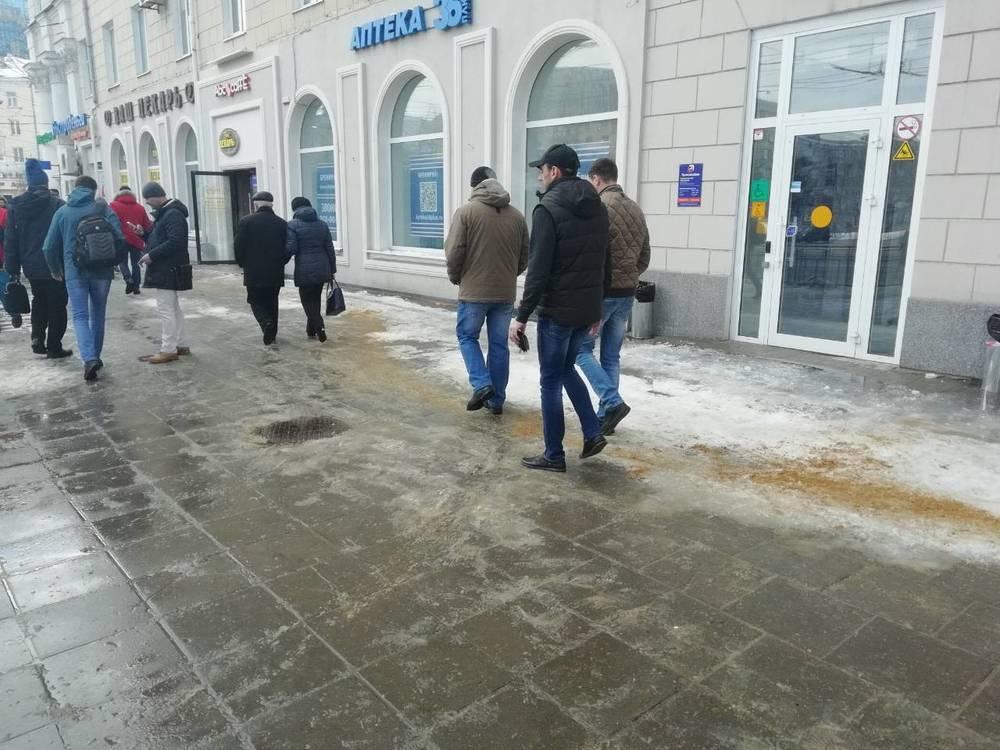 В центре Воронежа убрали «ледяной ад» на дороге