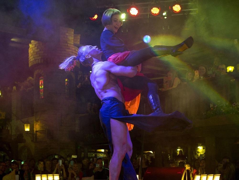 Голый Тарзан оседлал на сцене жительницу Воронежа