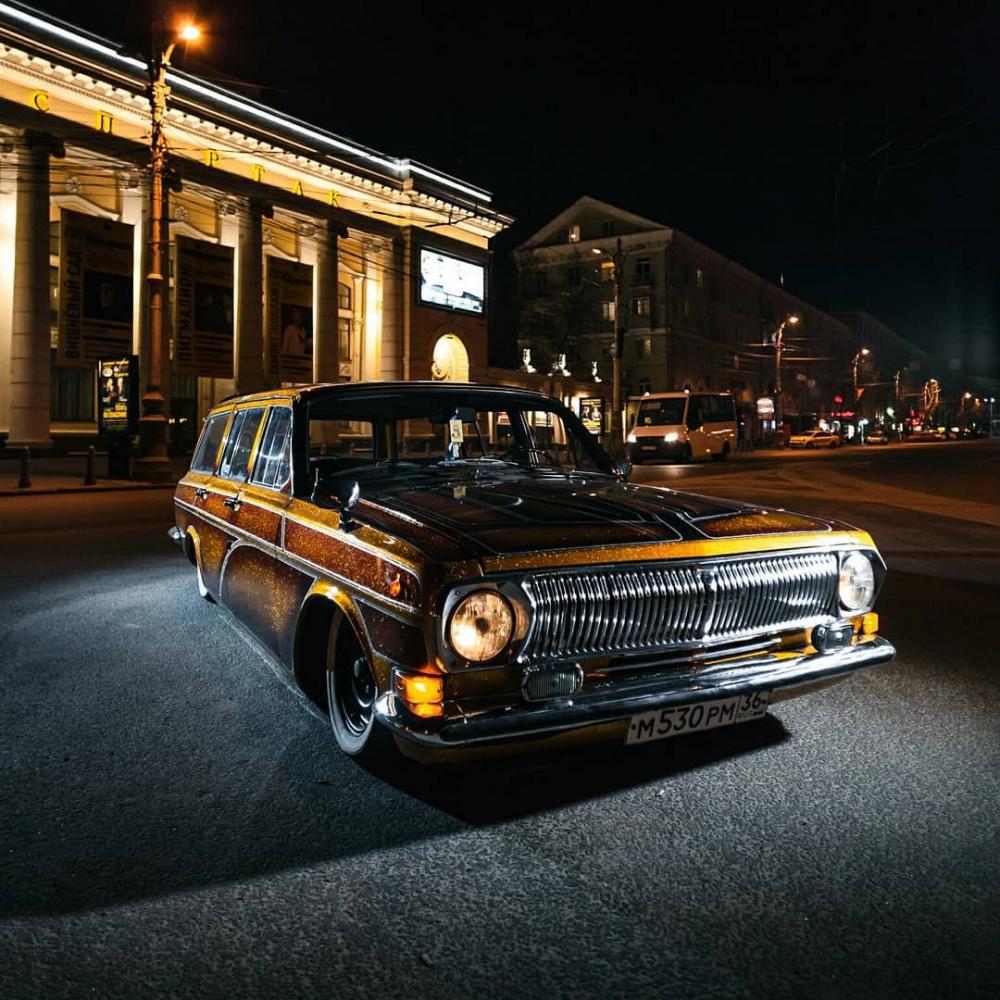 Золотую «Волгу» со стразами создали в Воронеже