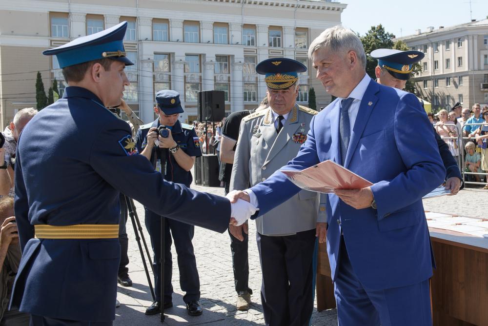 Воронежский губернатор назвал военную часть престижем области