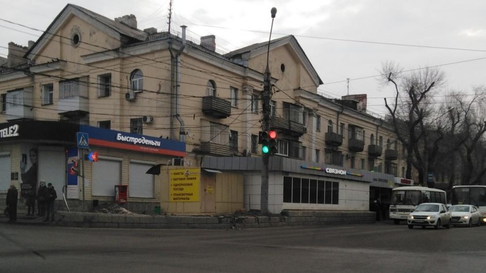 Противоречивый светофор угрожал жизням автомобилистов в Воронеже