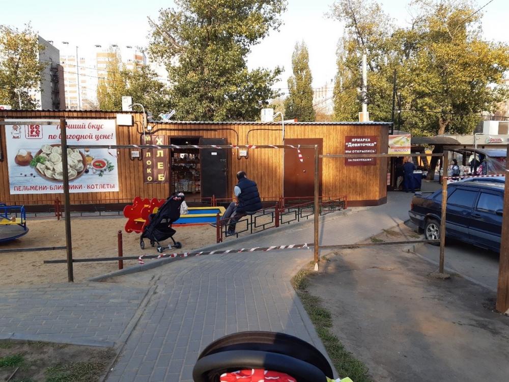 Воронежцам из нового микрорайона перекрыли безопасный проход к остановке