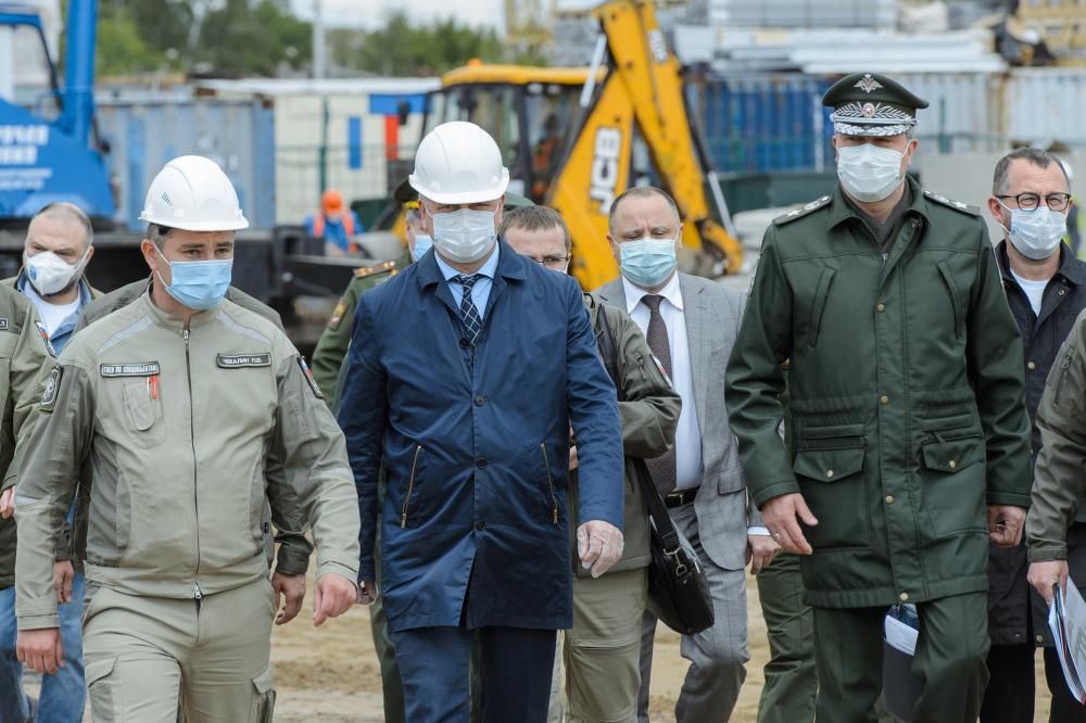 Строительство инфекционной больницы в Воронеже проверил замминистра обороны РФ
