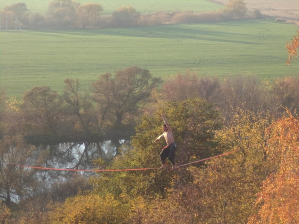Опасные трюки воронежского канатоходца попали на видео
