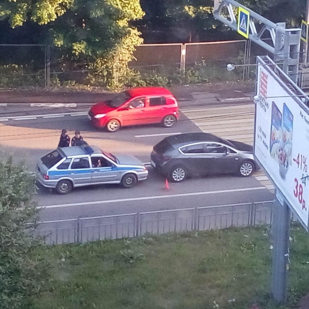 ВАЗ Росгвардии протаранил иномарку, пропускавшую пешеходов в Воронеже