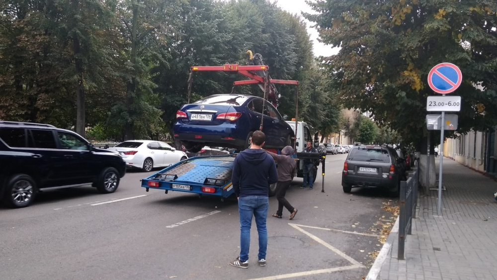 Воронежцы поддержали орудующие эвакуаторы возле лютеранской церкви
