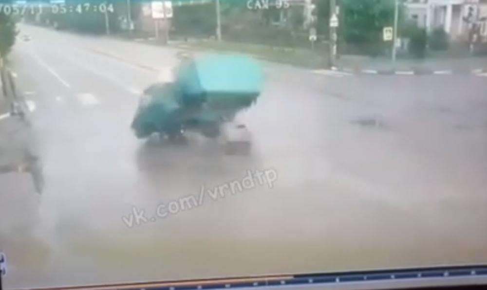 Момент смертельного ДТП с «Газелью» попал на видео в Воронеже