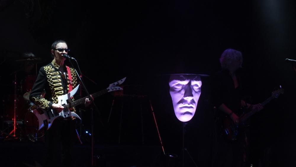 На концерте «Пикника» в Воронеже летала шляпа и светилась голова