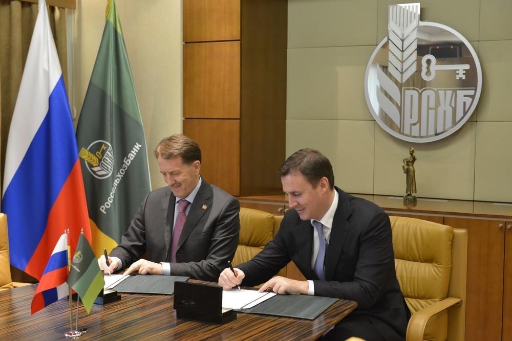 Алексей Гордеев подписал соглашение о сотрудничестве Воронежской области с Россельхозбанком
