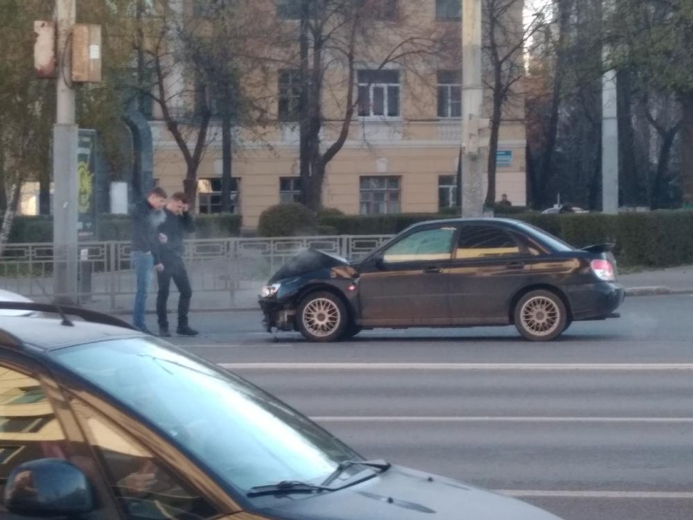Необъяснимое ДТП парализовало движение в центре Воронежа