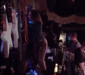Девушка из Воронежа показала преимущество обтягивающих брюк под Мумий Тролль