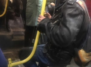 Металлист со своим стулом в автобусе рассмешил воронежцев