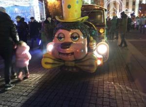 Похмельный детский паровозик сфотографировали в центре Воронежа