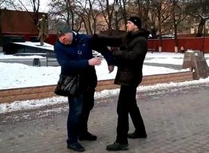 Драка Шамардина с веселым пешеходом в центре Воронежа попала на видео