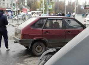 Воронежец давил сбитую бабушку, пока его не вытащили из машины очевидцы