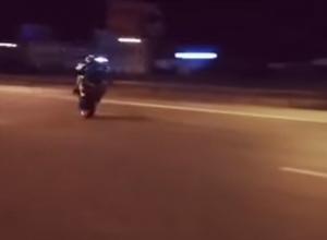 Безумный трюк байкера на дороге в Воронеже попал на видео