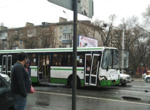 «Пассажиры лежали на полу и стонали от боли», - жительница Воронежа о страшном столкновении автобусов на Ленинском проспекте