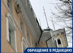 Воронежцы пристыдили спасателей за сосульки на здании МЧС