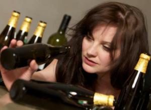 Стало известно, почему жительницы Воронежа превращаются в алкоголичек