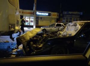Опубликованы снимки с места столкновения ПАЗа с Daewoо в Воронеже