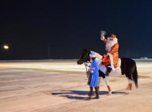 На видео попал зажигательный танец Деда Мороза в Воронежском аэропорту
