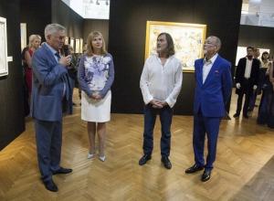 Что происходило на открытии выставки Никаса Сафронова в Воронеже