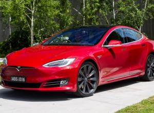 В Воронеже открыли автосалон Илона Маска Tesla