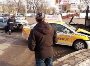 Опубликовано видео момента столкновения такси и автомобиля ДПС в Воронеже
