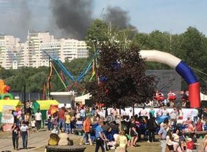 Черный дым напугал воронежцев на празднике в «Алых парусах»