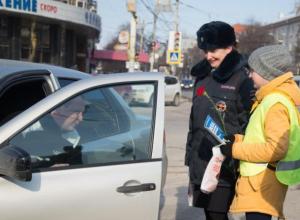 Воронежские женщины-полицейские порадовали в праздник мужчин на дорогах