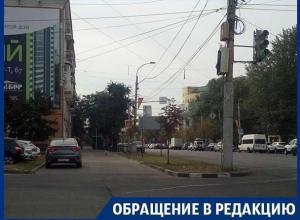 Власти Воронежа не могут защитить тротуар от назойливых автомобилистов