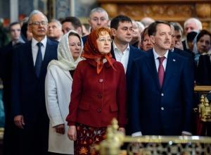 Сотни воронежцев вместе с губернатором встретили Пасху в Благовещенском соборе