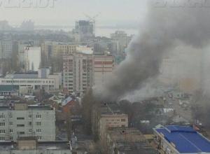 К двум погибшим на пожаре в Воронеже добавились шесть пострадавших