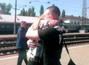 Верность девушки, дождавшейся из армии молодого человека, восхитила жителей Воронежа