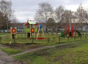 Воронежцев ужаснуло соседство детской площадки с могильником