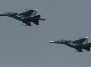 Колонна Су-34 пролетела над центром Воронежа и попала на видео