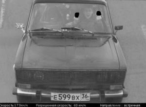 Воронежец разогнал «шестерку» до 173 км/ч и показал в камеру средний палец