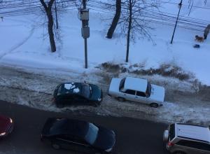 Беспринципную парковку сфотографировали в центре Воронежа